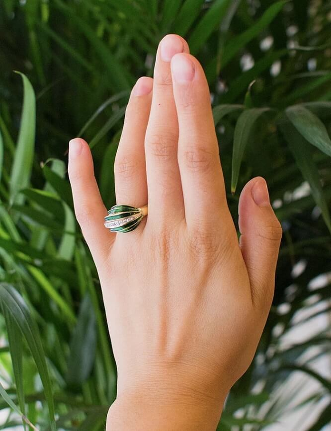 Bague Art Déco émail vert et diamants